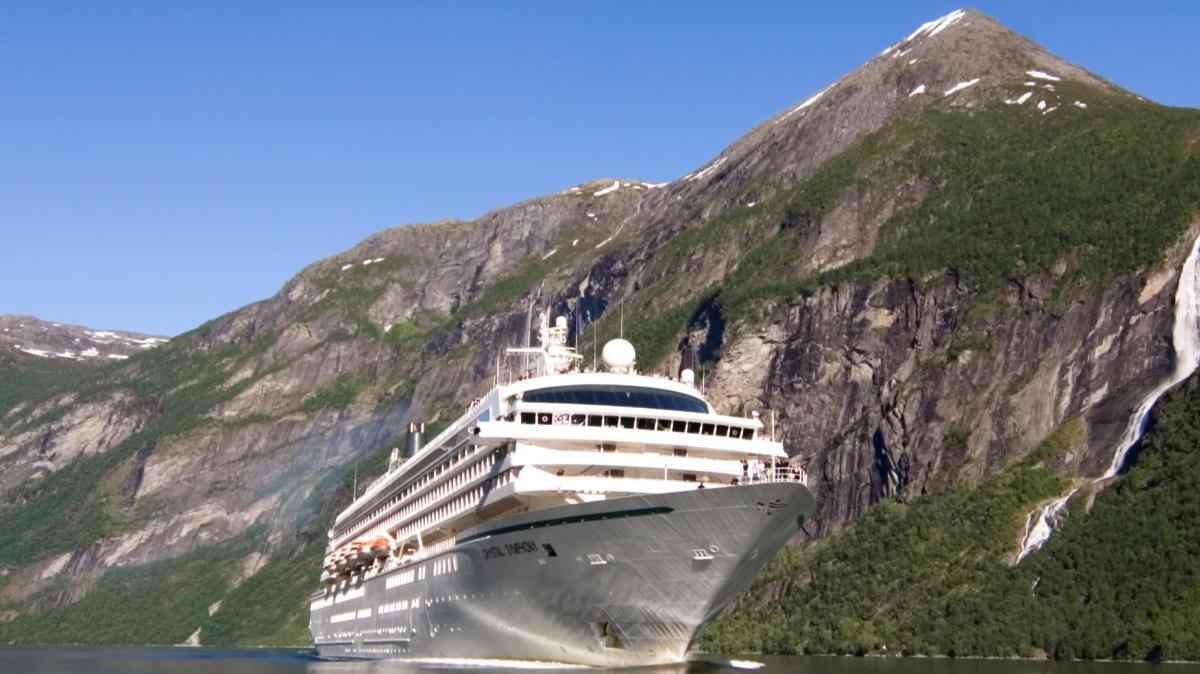 Cruiseskip i Geiranger