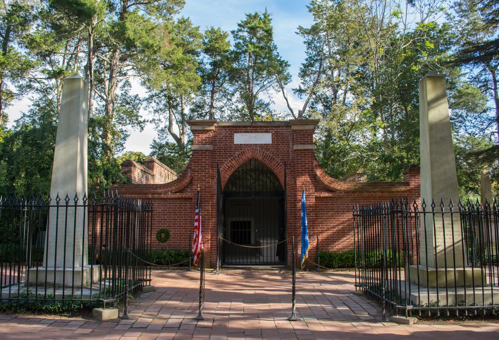 Washington's Tomb - George Washington's Mount Vernon