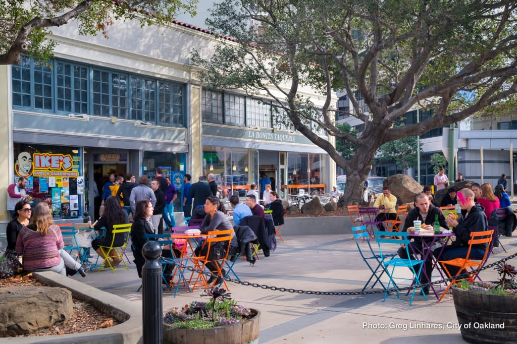 Uptown Oakland Outdoor Cafe Seating