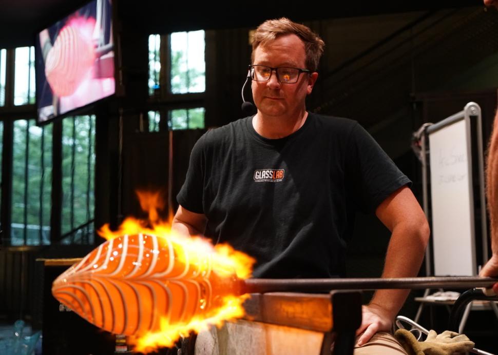 Hot Glass Show, Guest Artist Series Live Streamed Demonstration