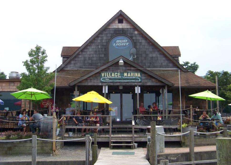 Family-friendly dining right on Seneca Lake in Watkins Glen