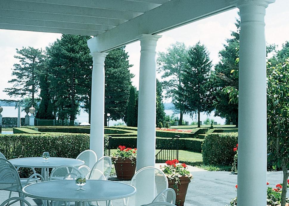 Geneva-on-the-Lake-Geneva-lake-view-pavillion-terrace