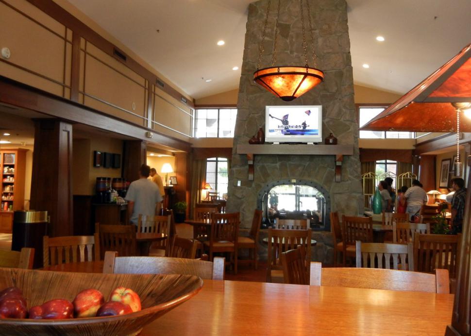 Hampton-Inn-Victor-hotel-lobby