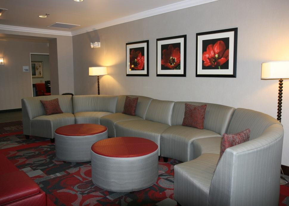 holiday-inn-express-canandaigua-lobby