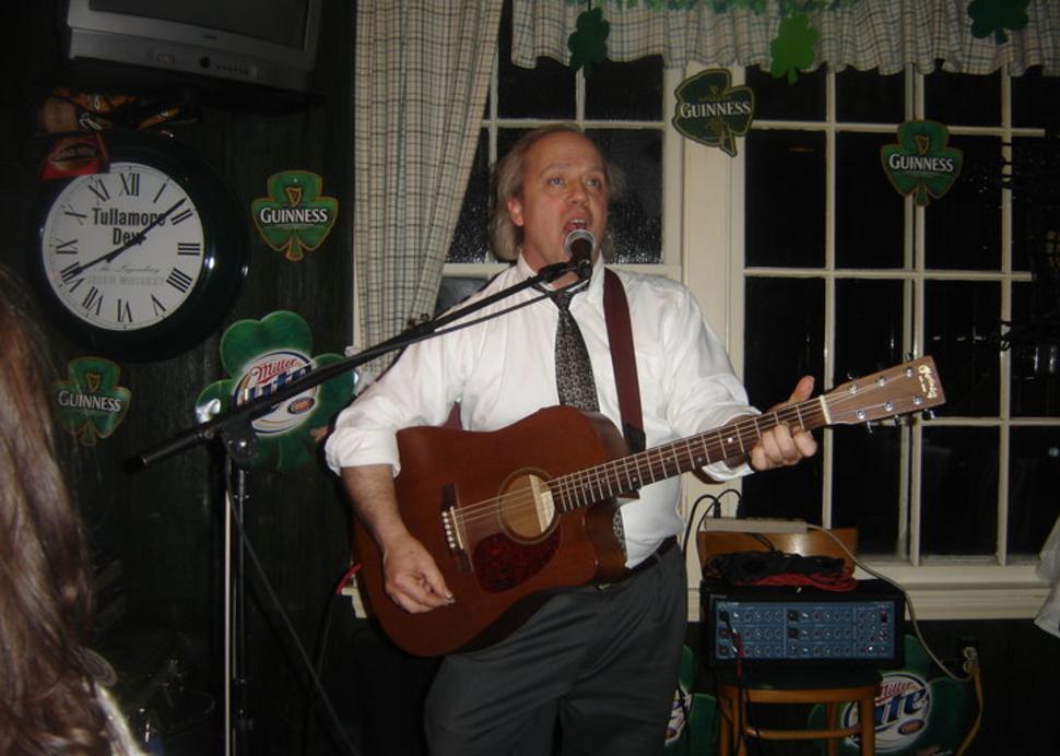 Horigan's Tavern is a traditional Irish pub, popular with both locals & visitors.