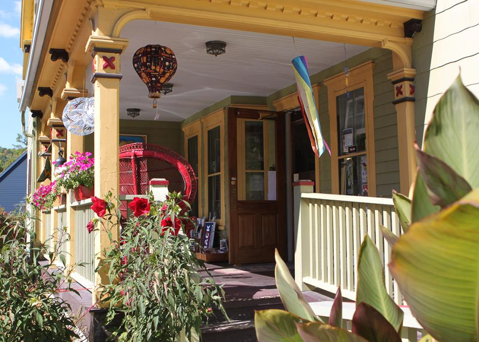 artizanns-naples-exterior-porch-close