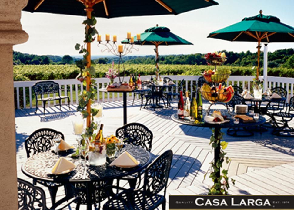 casa-larga-vineyards-and-winery-fairport-exterior-patio-dining