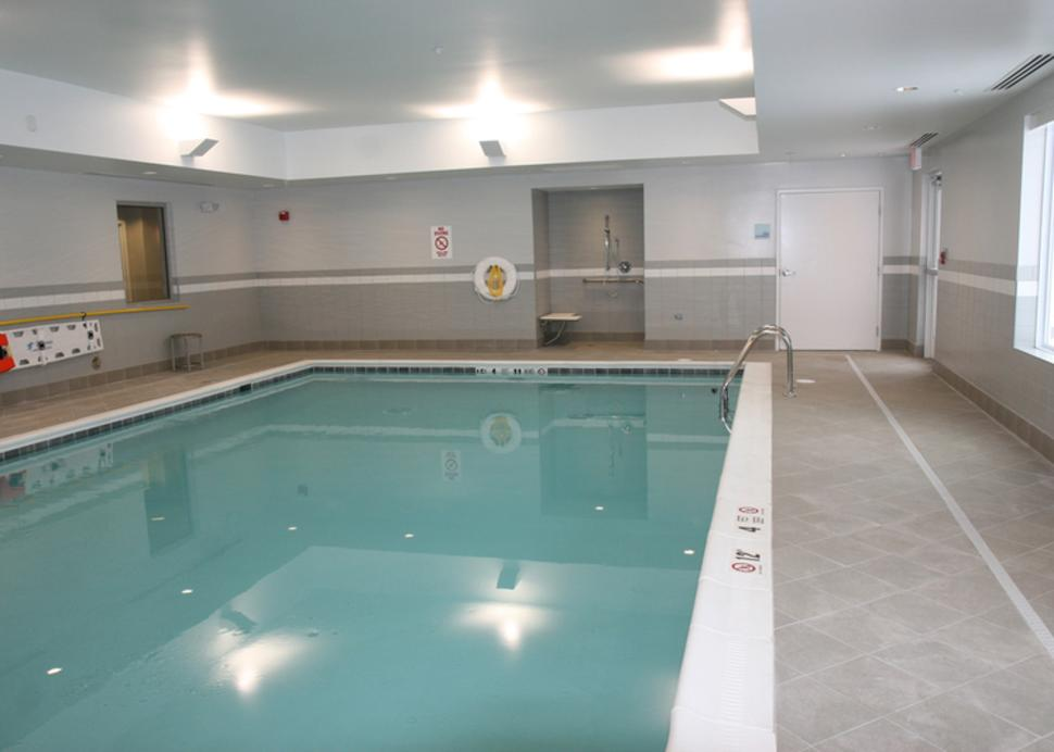 holiday-inn-canandaigua-pool