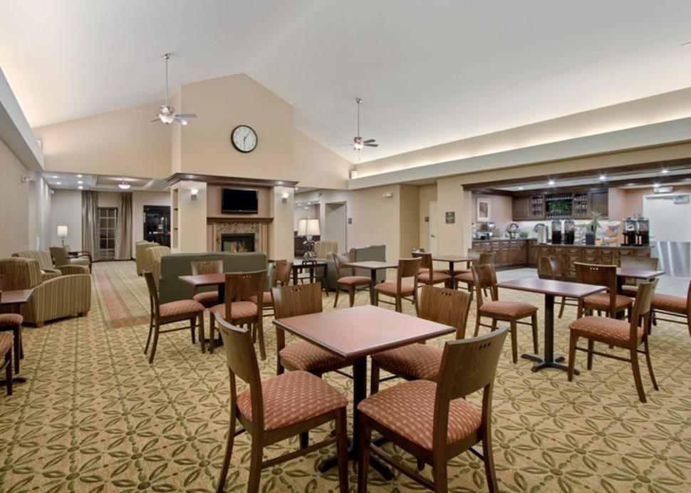 homewood-inn-and-suites-victor-interior-breakfast-eating-area