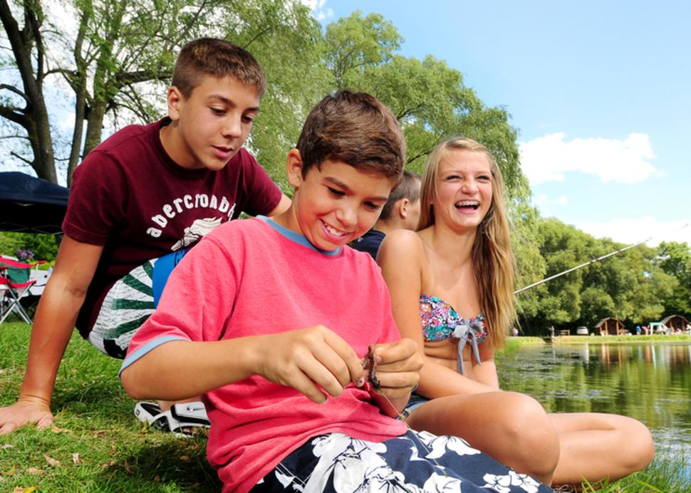koa-canandaigua-kids-fishing-laughing