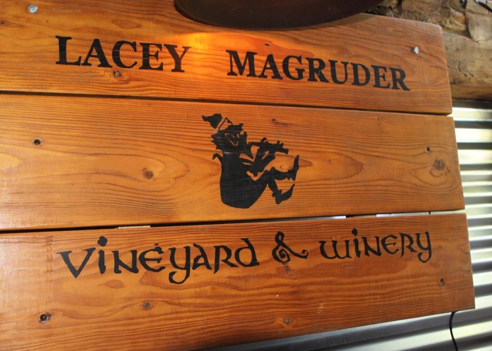 lacey-magruder-vineyard-and-winery-geneva-sign