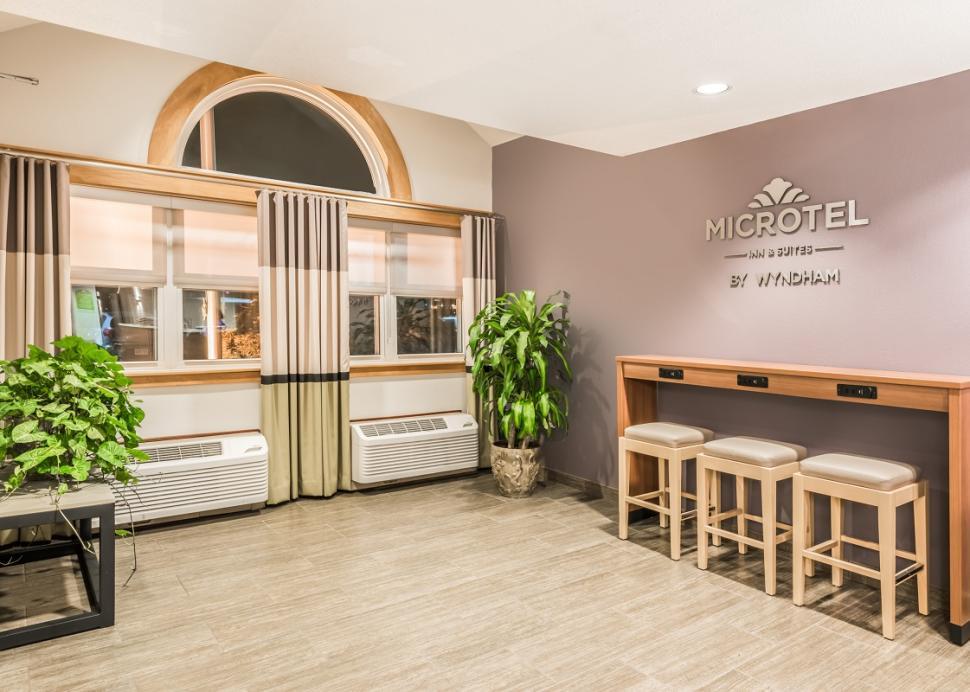 microtel-victor-interior-lobby