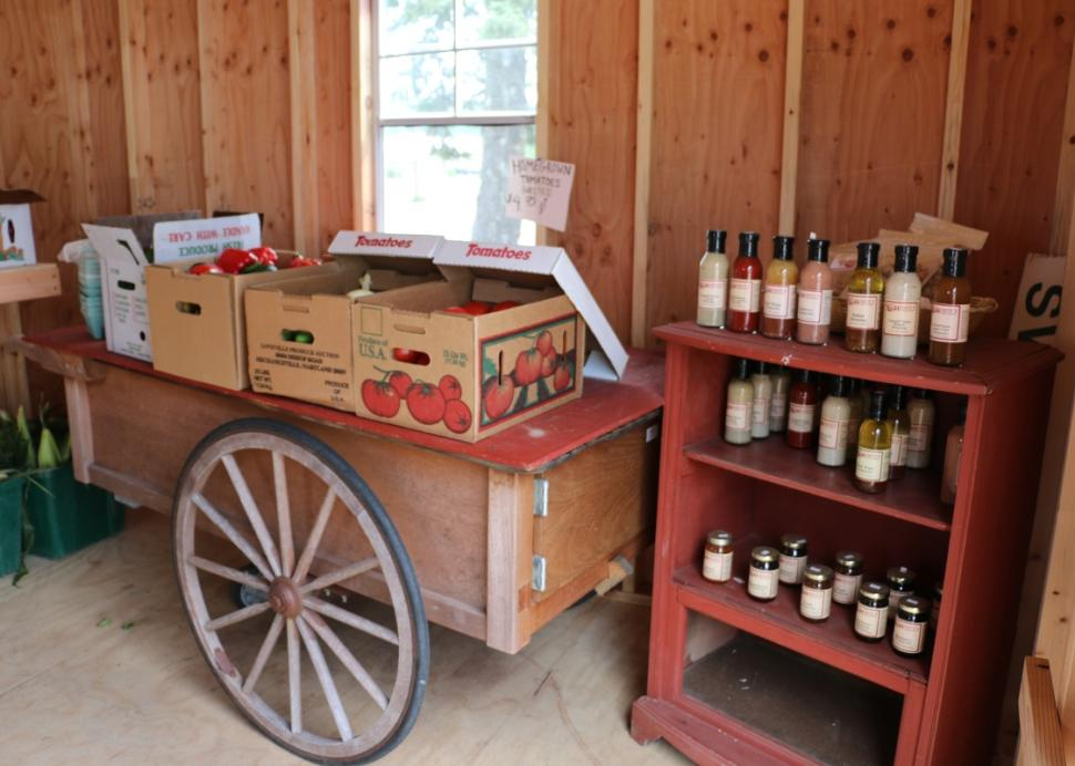 whites-farm-market-bloomfield-interior-1