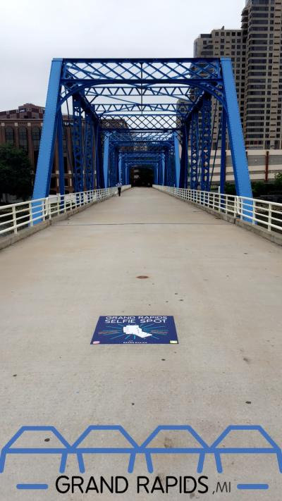 blue bridge selfie spot with filter