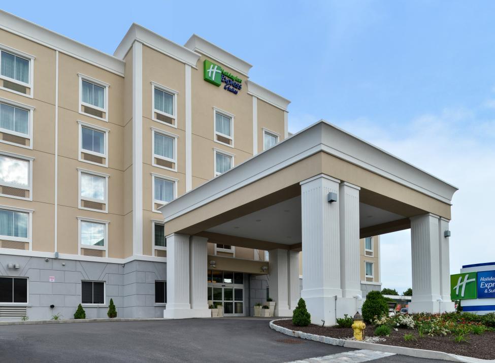 HI Express & Suites entrance
