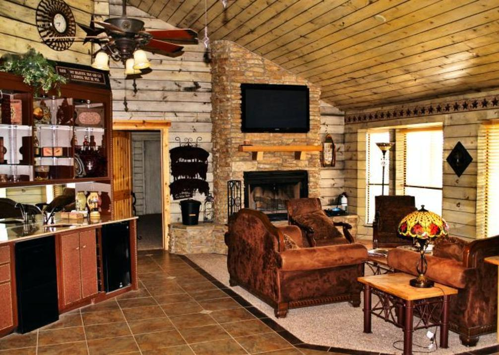 RIVER FALLS BED, BREAKFAST, LODGE & RETREAT