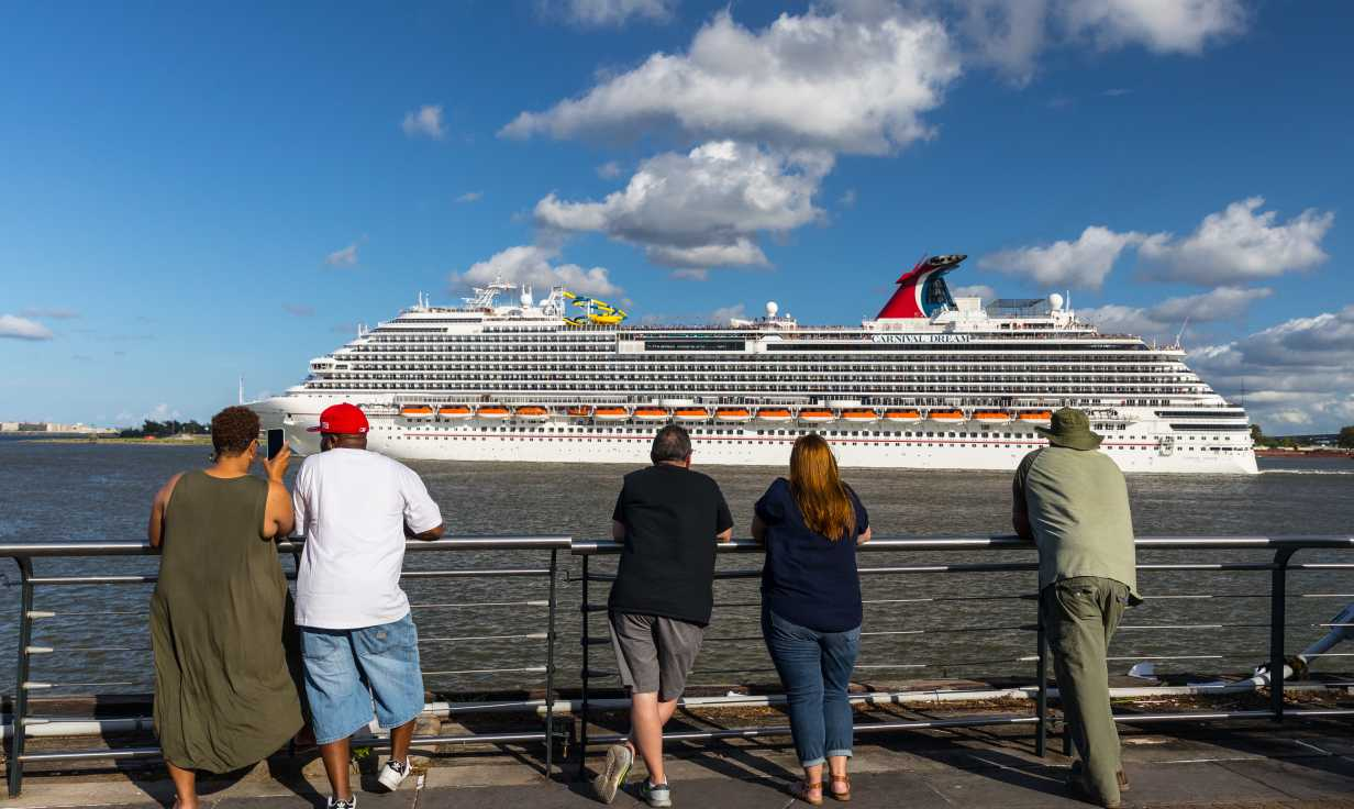 Woldenberg Park- Mississippi River- Cruise
