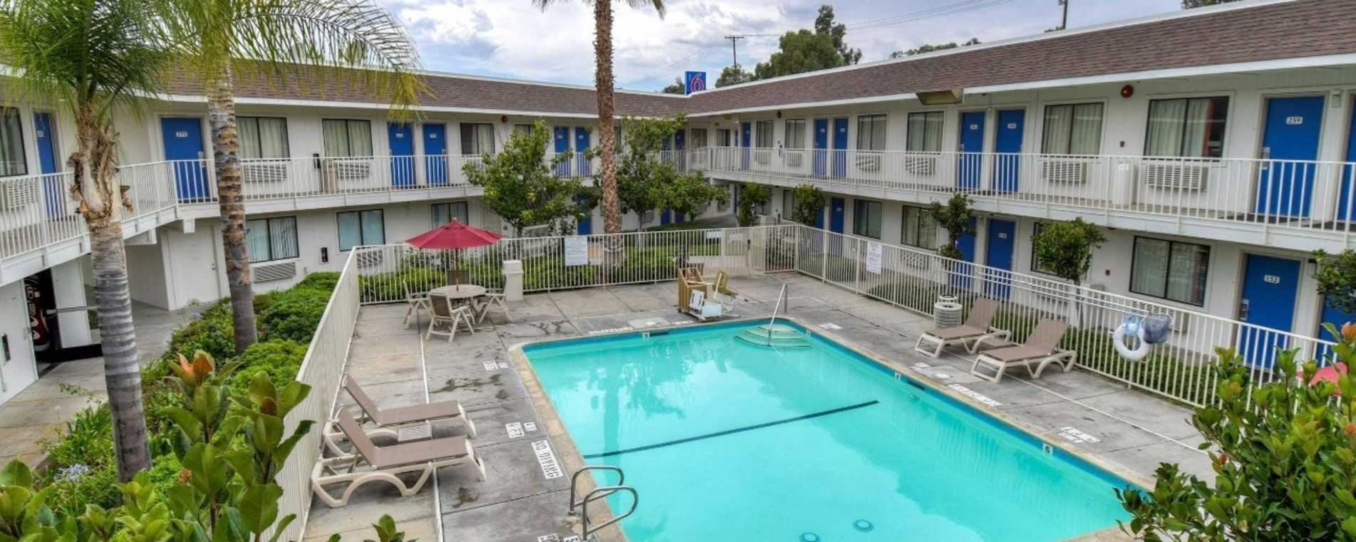 Pool Area - Motel 6 Temecula