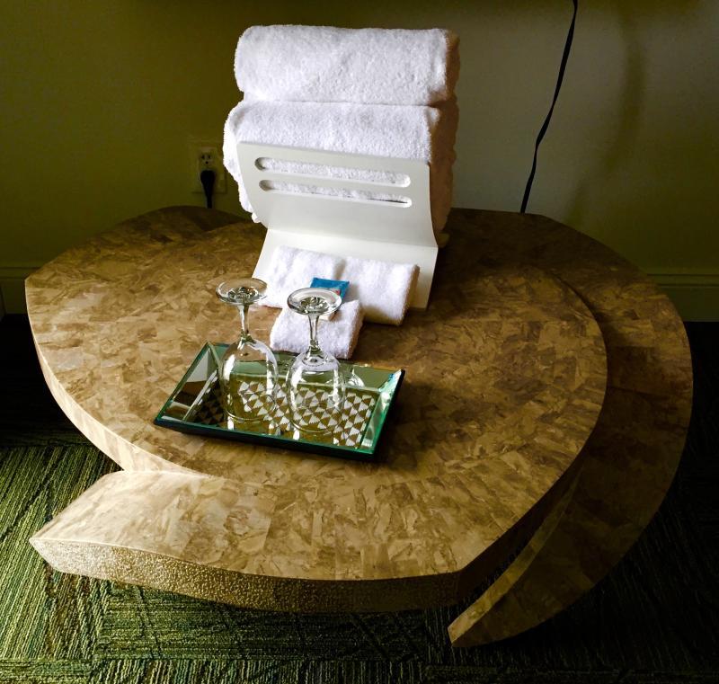 miami-motel-canandaigua-table