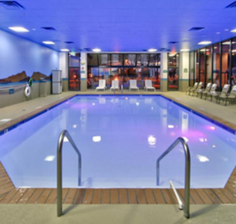 MCM Eleganté Hotel & Event Center