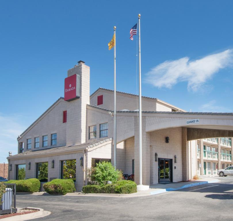 Ramada Exterior/Main Entrance