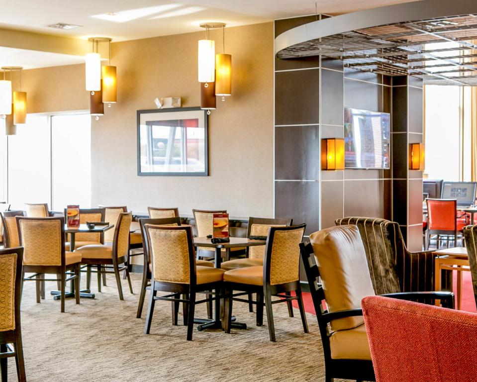 Indianapolis Airport Suites - Dining Room