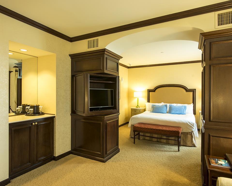 HOTEL DU PONT , Luxury King Guest Room