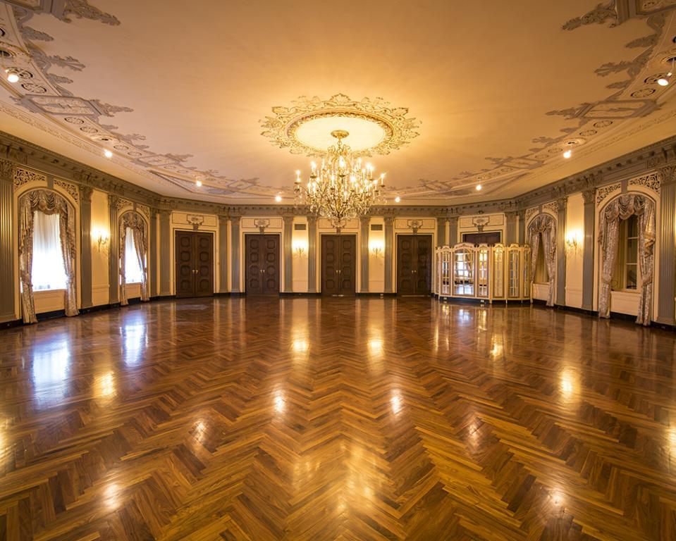 HOTEL DU PONT, du Barry Ballroom