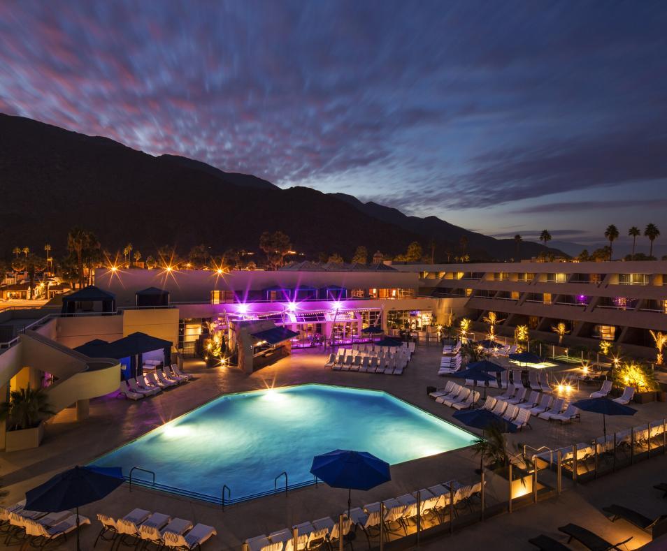 Hotel Zoso pool at night