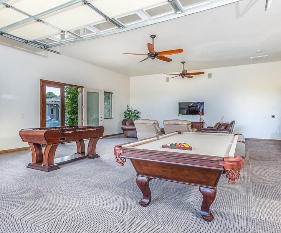 Date Palm Game room