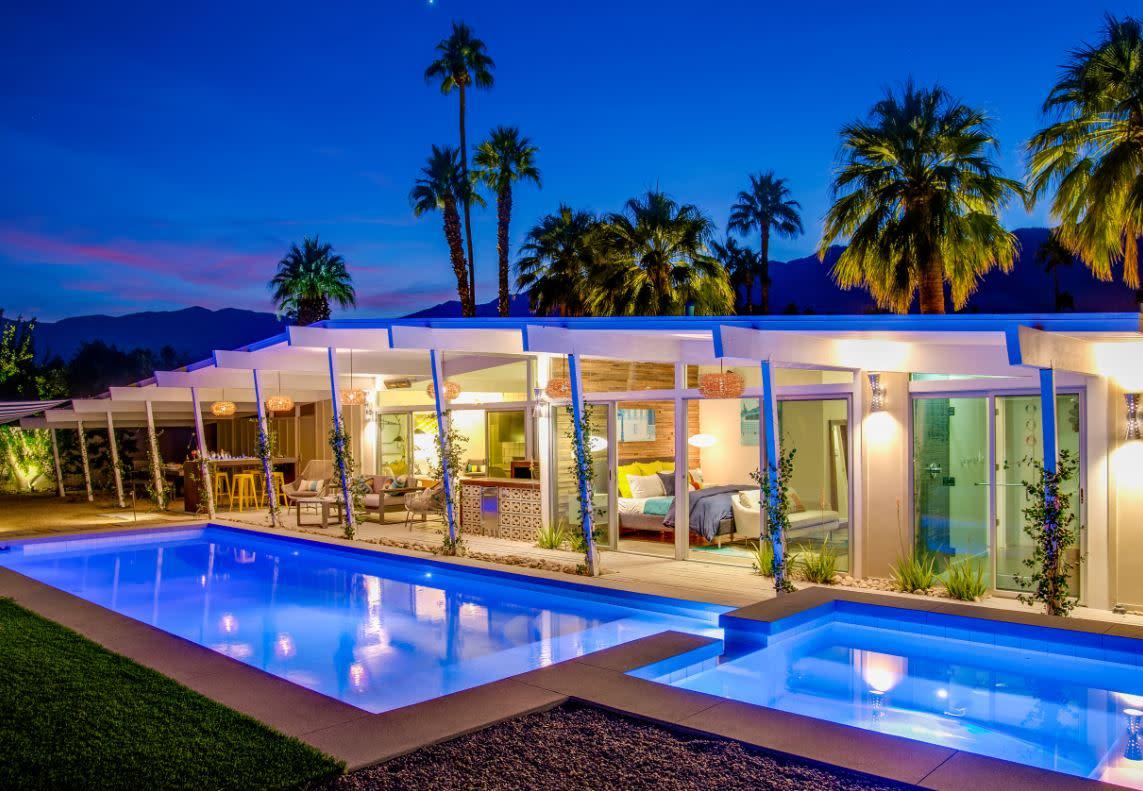 Beautiful backyard of a modern home in Palm Springs.