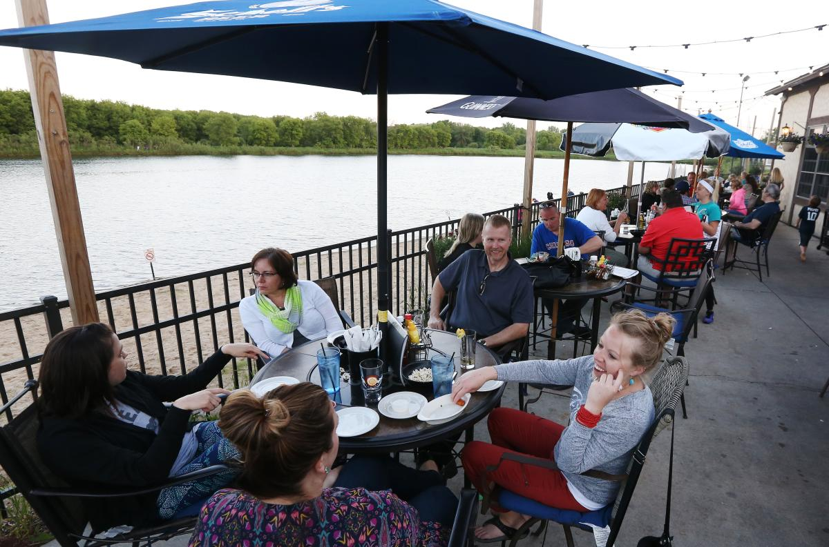 Dine outdoors at Whistle Binkies in Rochester, MN