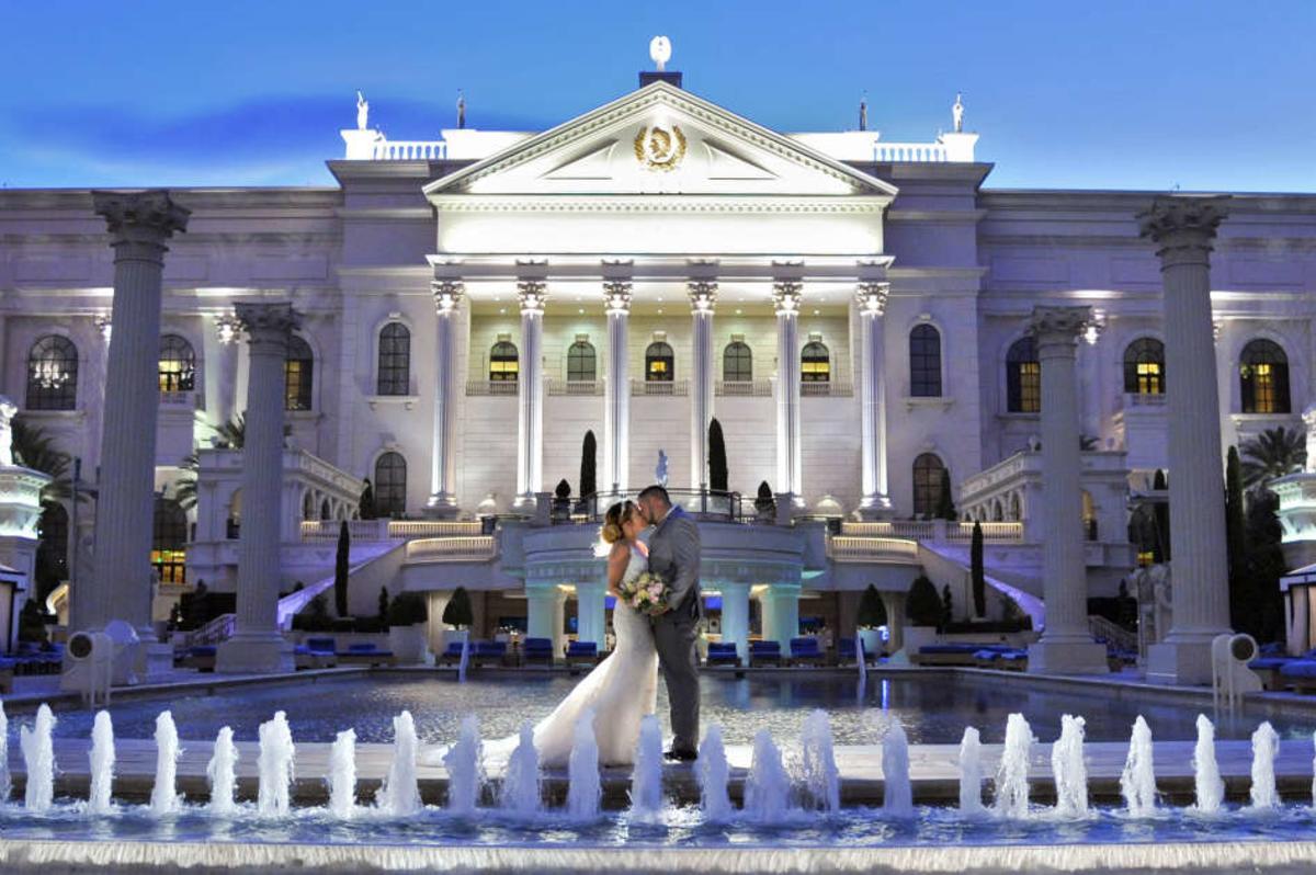 Groomsmen Pose Las Vegas Wedding Lustige Hochzeitsfotos