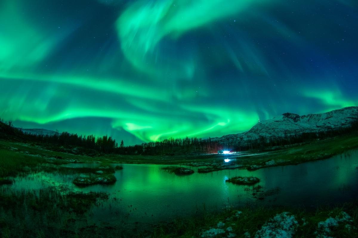 Aurora borealis by Jason Barraclough