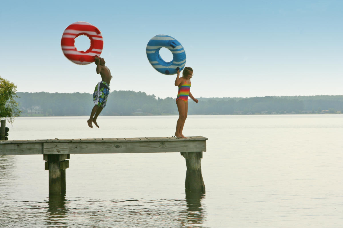 Lake Sinclair rafts jump