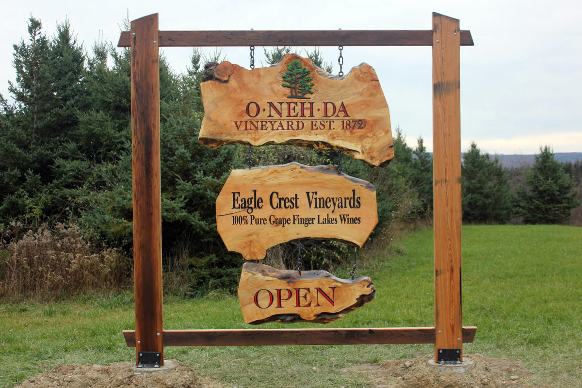 Eagle Crest Vineyards Sign
