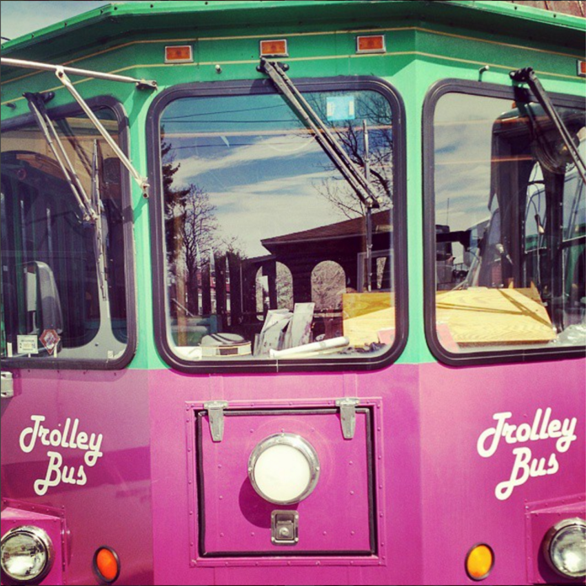 finger-lakes-winery-tours-geneva-wine-trolly