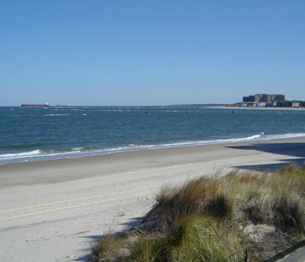 Chesapeake_Beach_bayfront.jpg