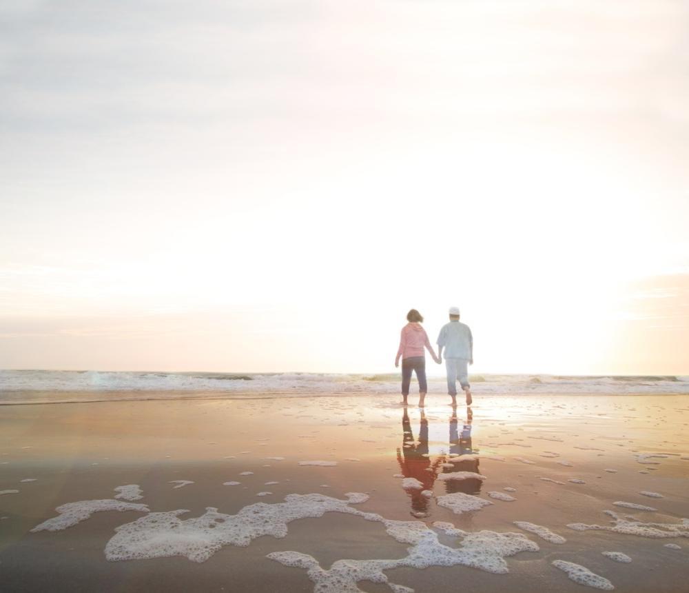 Sandbridge_Sunrise_Couple.jpg