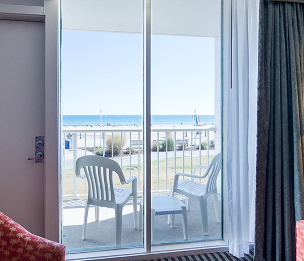 Oceanfront View King Bed Room