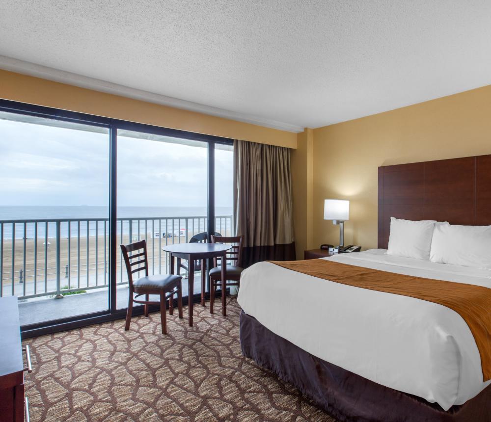 2 Queen Oceanfront Bedroom