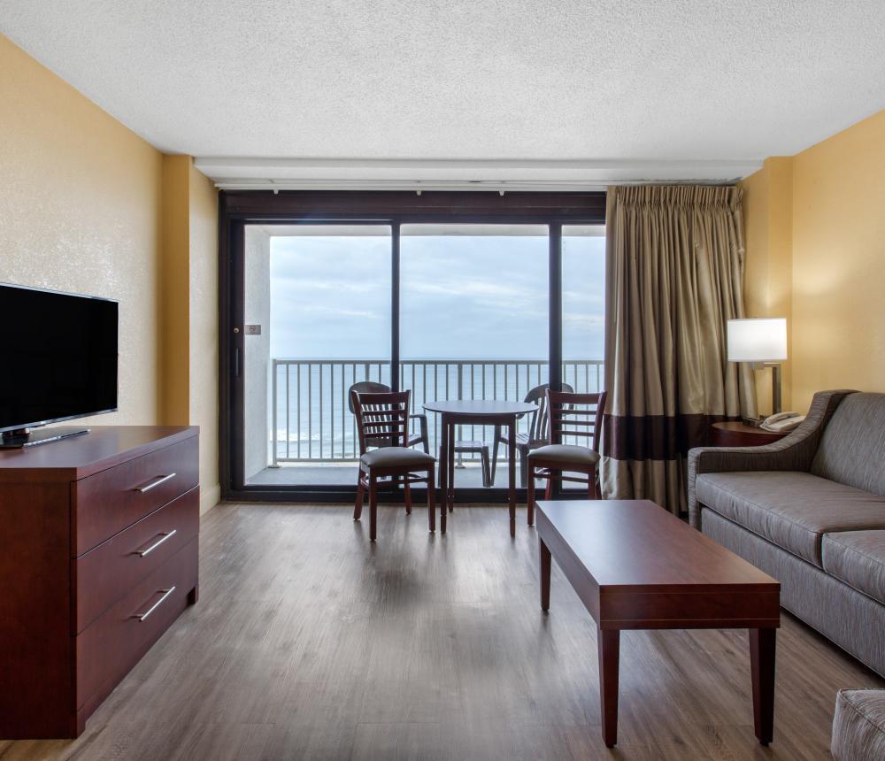 Queen Suite Oceanfront Living Room