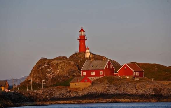 Long Island Leren Bank.The Fishing Village Of Ona And Ona Lighthouse