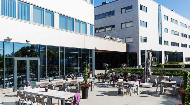 restaurant-outdoor-seating-quality-hotel-expo 13d4e1bb1dc