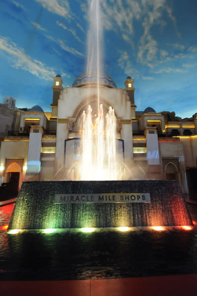 Rainstorm & Fountain at Miracle Mile Shops | Las Vegas, NV 89109