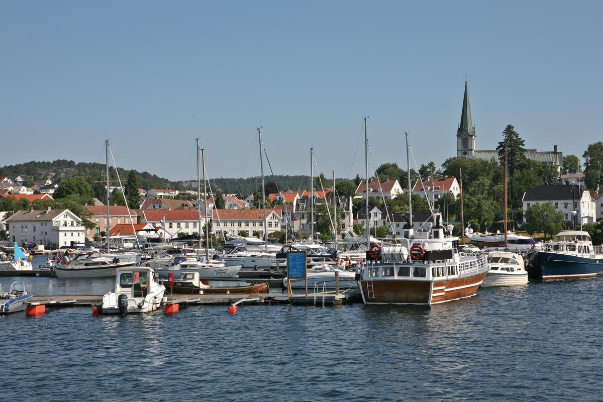 Lillesand Marina and Information