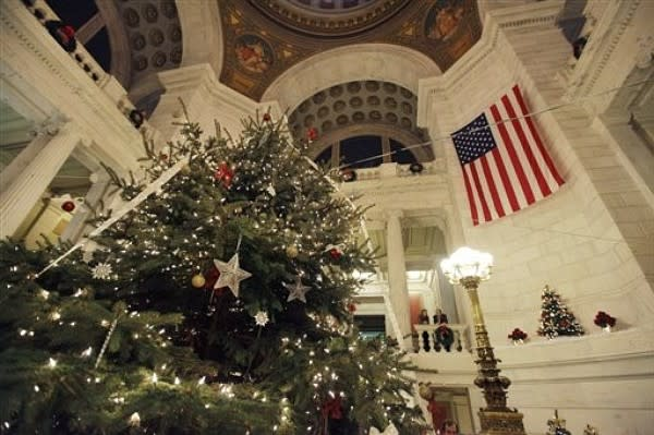 Rhode Island State House Tree Lighting