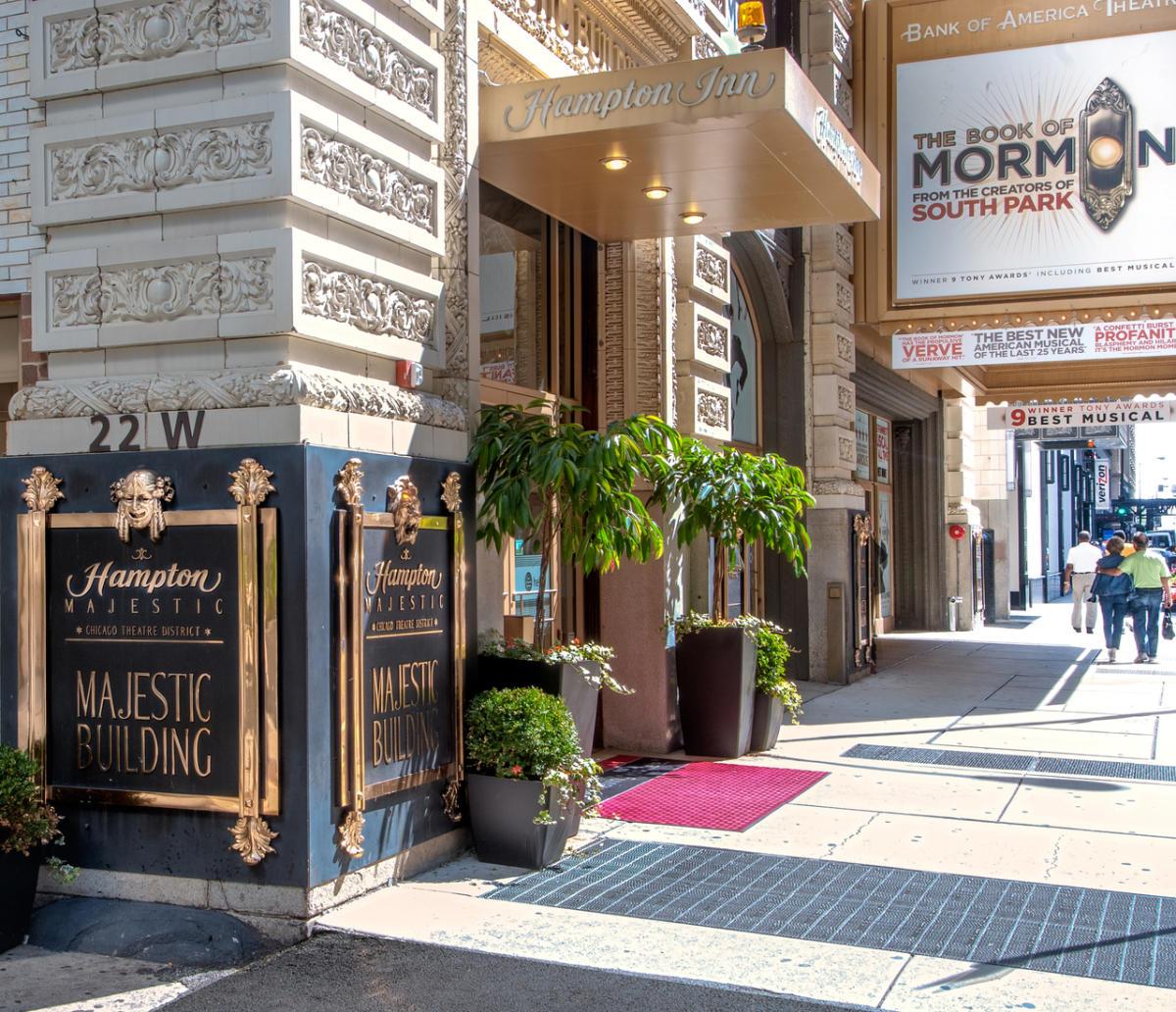 hampton inn majestic chicago theatre district. Black Bedroom Furniture Sets. Home Design Ideas