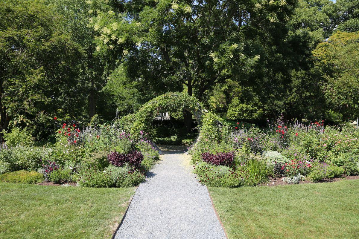 Blithewold mansion gardens arboretum for Blithewold mansion gardens arboretum