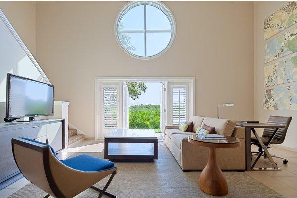 Casite Suites Living